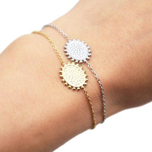 Bracelet-avec-Medaille-Martelee-Contour-Billes-Acier