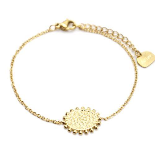 Bracelet-avec-Medaille-Martelee-Contour-Billes-Acier-Dore