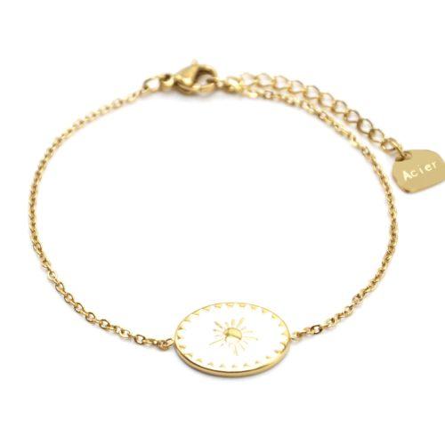 Bracelet-avec-Ovale-Email-Blanc-Motif-Soleil-et-Contour-Acier-Dore