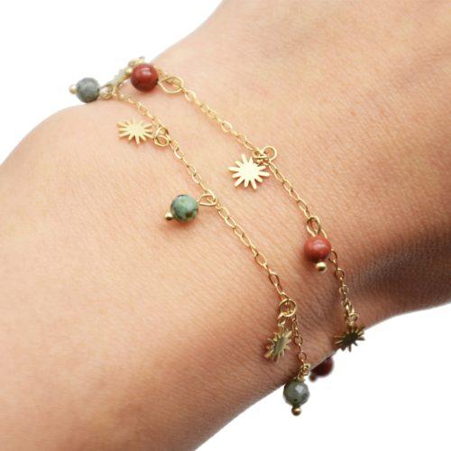 Bracelet-Fine-Chaine-avec-Pampilles-Soleils-Acier-Dore-et-Perles-Effet-Pierre