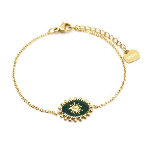 Bracelet-avec-Ovale-Email-Vert-Sapin-Motif-Soleil-et-Contour-Billes-Acier-Dore