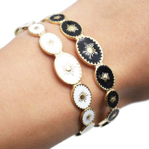 Bracelet-Jonc-Ouvert-avec-Ovales-Email-Motif-Soleil-et-Contour-Acier-Dore