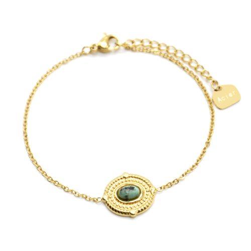 Bracelet-avec-Medaille-Ovale-Relief-Points-Acier-Dore-et-Pierre-Verte