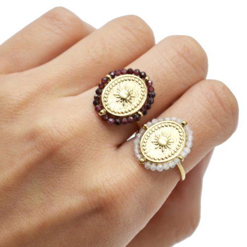 Bague-avec-Medaille-Ovale-Soleil-Acier-Dore-et-Contour-Perles