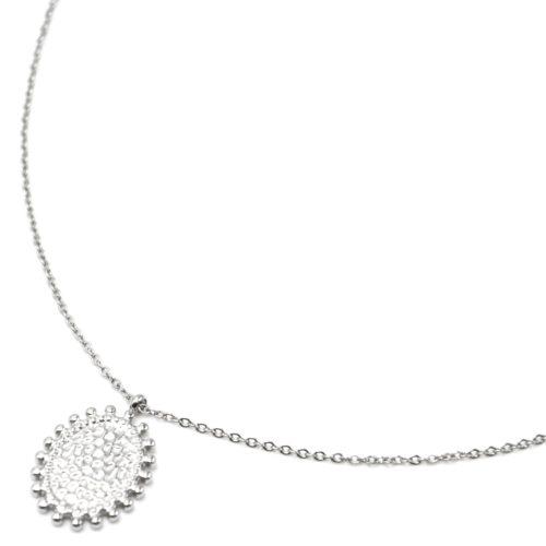 Collier-Pendentif-Medaille-Martelee-Ovale-Contour-Billes-Acier-Argente