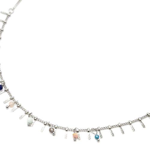 Collier-Ras-du-Cou-avec-Pampilles-Relief-Carreaux-Acier-Argente-et-Perles-Multicolore