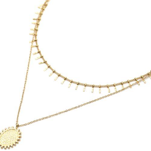 Collier-Double-Chaine-Pampilles-Carreaux-et-Medaille-Martelee-Billes-Acier-Dore