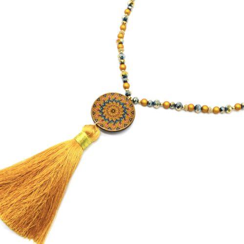 Sautoir-Collier-Perles-Resine-et-Brillantes-avec-Cercle-Motif-Rosace-et-Pompon-Moutarde