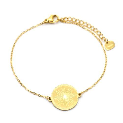Bracelet-avec-Medaille-Gravee-Motif-Soleil-Acier-Dore