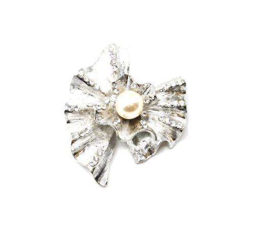 Broche-Epingle-Coquille-Relief-Metal-Strass-Argente-avec-Perle-Ecru
