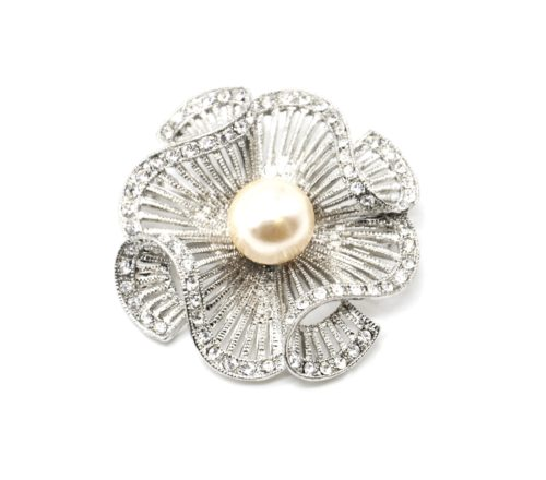 Broche-Epingle-Fleur-Ajouree-Rayures-Metal-Strass-Argente-avec-Perle-Ecru