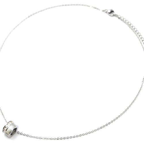 Collier-Fine-Chaine-Acier-Argente-Pendentif-Anneau-Strass-et-Resine-Blanc