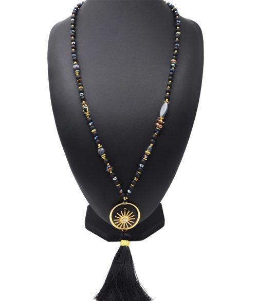 Sautoir-Collier-Perles-Resine-avec-Plaque-Bois-Motif-Soleil-Dore-et-Pompon-Noir
