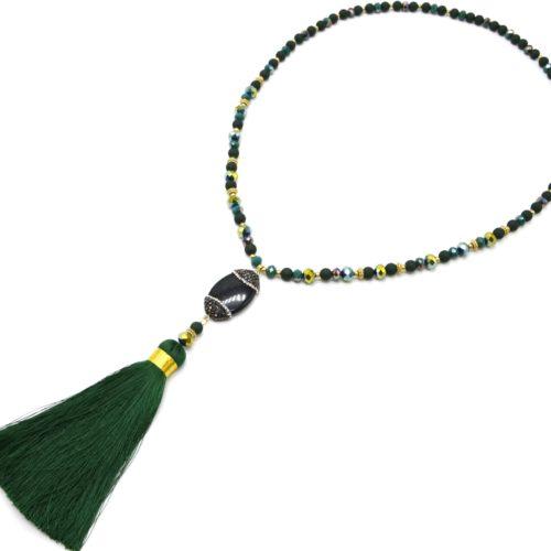 Sautoir-Collier-Perles-Resine-et-Brillantes-avec-Ovale-Strass-et-Pompon-Vert-Sapin
