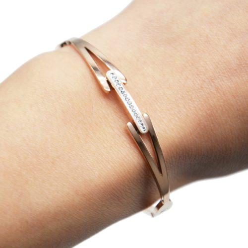 Bracelet-Jonc-Acier-Or-Rose-avec-Bande-Strass-et-Chevrons-Ajoures