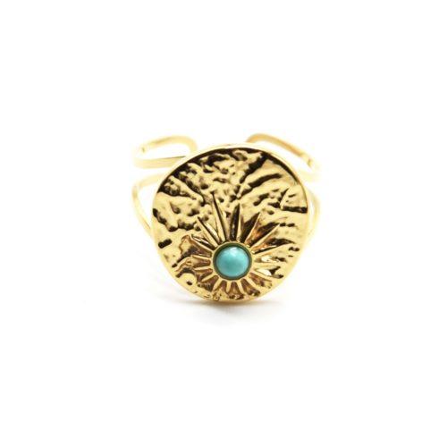 Bague-Large-avec-Medaille-Martelee-Soleil-Acier-Dore-et-Pierre-Turquoise