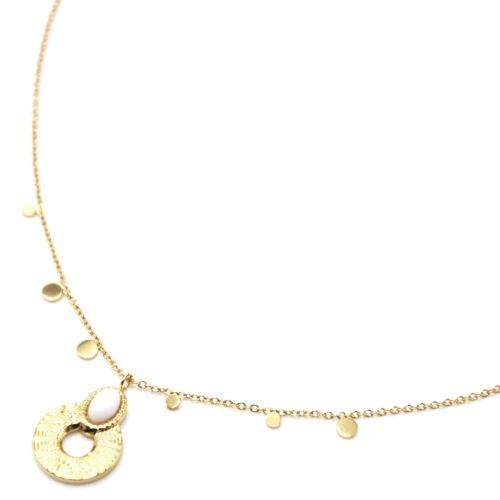 Collier-Pendentif-Medaille-Ajouree-Martelee-Acier-Dore-Pierre-Blanche-et-Mini-Pampilles