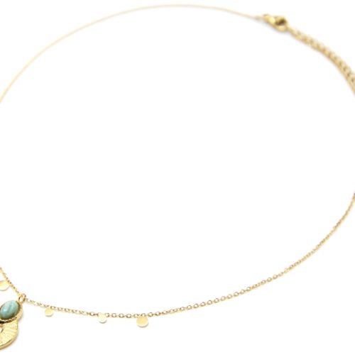Collier-Pendentif-Medaille-Ajouree-Martelee-Acier-Dore-Pierre-Verte-et-Mini-Pampilles