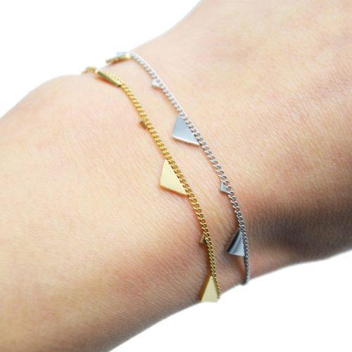 Bracelet-Fine-Chaine-avec-Pampilles-Triangles-Assortis-Acier