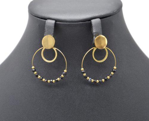 Boucles-dOreilles-Medaille-Cercles-Acier-Dore-avec-Billes-et-Perles-Noires