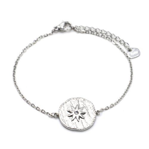 Bracelet-Fine-Chaine-avec-Medaille-Martelee-Soleil-Acier-Argente-et-Strass