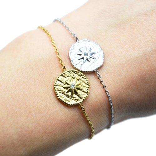 Bracelet-Fine-Chaine-avec-Medaille-Martelee-Soleil-Acier-et-Strass