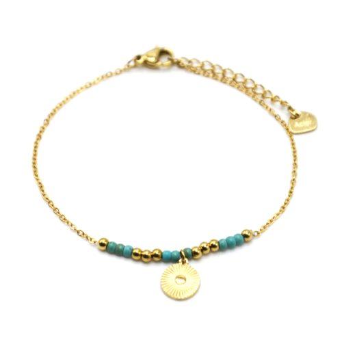 Bracelet-Fine-Chaine-avec-Medaille-Rayures-Acier-Dore-et-Perles-Turquoise