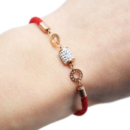 Bracelet-Cordon-Rouge-Ajustable-avec-Tube-Strass-et-Cercles-Acier-Or-Rose