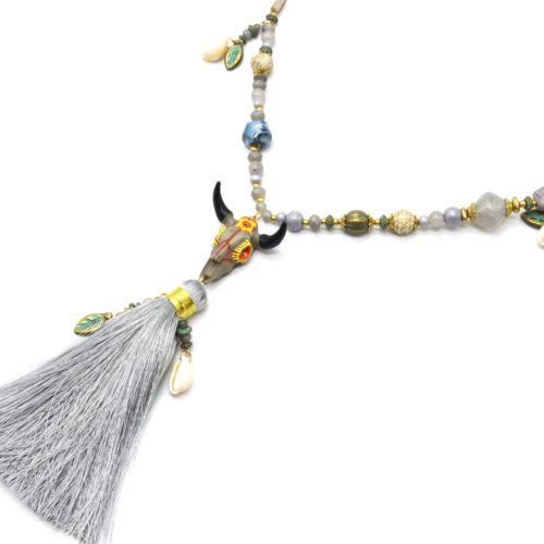 Sautoir-Collier-Perles-Pierres-avec-Tete-Buffle-Resine-Cauris-et-Pompon-Gris
