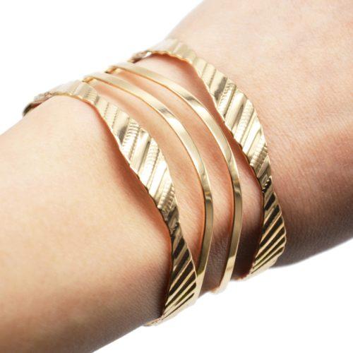 Bracelet-Manchette-Ajouree-Multi-Bandes-Motif-Raye-Metal-Or-Rose