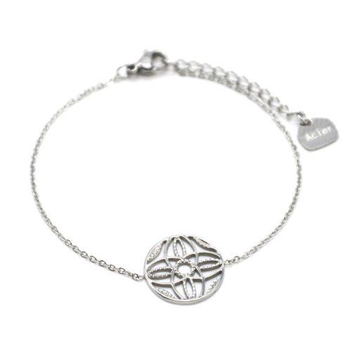 Bracelet-Fine-Chaine-Acier-Argente-avec-Cercle-Ajoure-Motif-Rosace