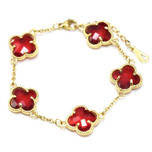Bracelet-Chaine-avec-Charms-Trefles-Pierres-Rouges-Contour-Acier-Dore
