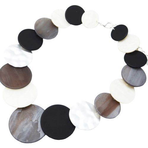 Collier-Plastron-Statement-Multi-Cercles-Resine-Effet-Bois-Gris-et-Metal-Argente