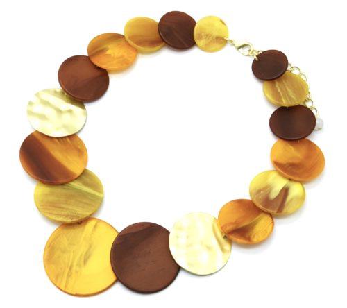 Collier-Plastron-Statement-Multi-Cercles-Resine-Effet-Bois-Moutarde-et-Metal-Argente