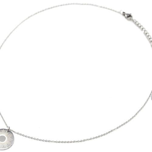 Collier-Pendentif-Medaille-Gravee-Motif-Soleil-Acier-Argente