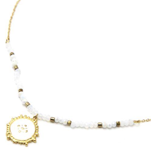 Collier-Chaine-Perles-Blanches-avec-Medaille-Email-Contour-Acier-Dore