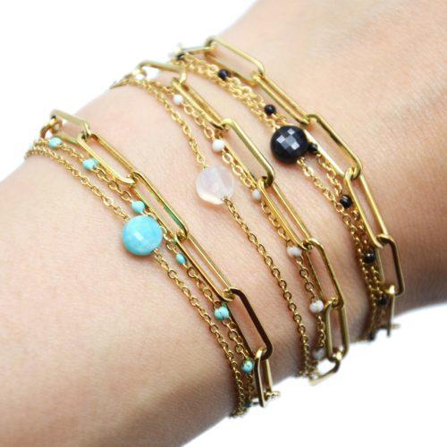 Bracelet-Triple-Chaines-avec-Maillons-Acier-Dore-Mini-Perles-Email-et-Pierre