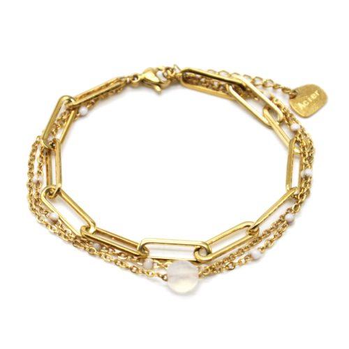 Bracelet-Triple-Chaines-avec-Maillons-Acier-Dore-Mini-Perles-Email-et-Pierre-Blanche