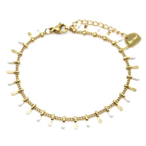 Bracelet-avec-Pampilles-Relief-Carreaux-Acier-Dore-et-Perles-Email-Blanc