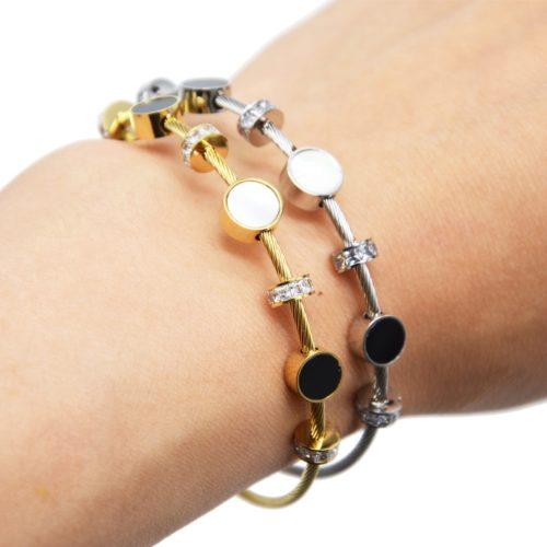 Bracelet-Jonc-Aimante-Acier-avec-Cercles-Resine-Noire-Nacre-et-Anneaux-Strass
