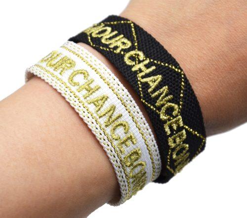 Bracelet-Manchette-Tissee-Amour-Chance-Bonheur-Dore-avec-Pompons