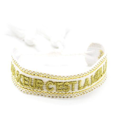 Bracelet-Manchette-Broderie-Blanc-Ma-Soeur-C-est-La-Meilleure-Dore-et-Pompons
