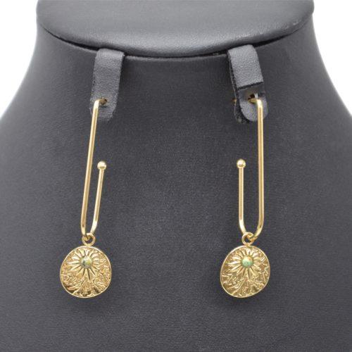 Boucles-dOreilles-Crochet-avec-Medaille-Martelee-Soleil-Acier-Dore-et-Pierre-Verte