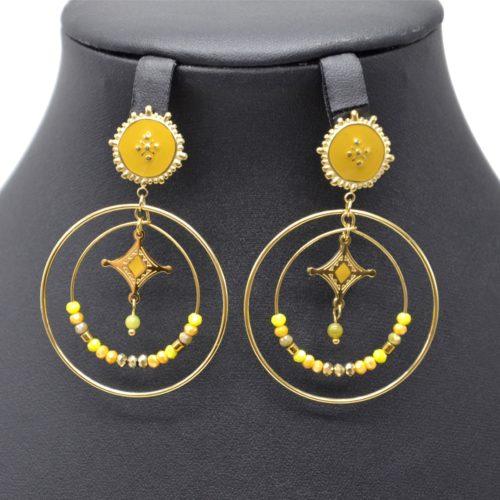 Boucles-dOreilles-Medaille-Email-avec-Losange-et-Cercles-Acier-Dore-Perles-Moutarde
