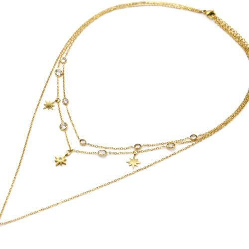 Collier-Triple-Chaines-avec-Pampilles-Etoiles-Polaires-Acier-Dore-et-Pierres