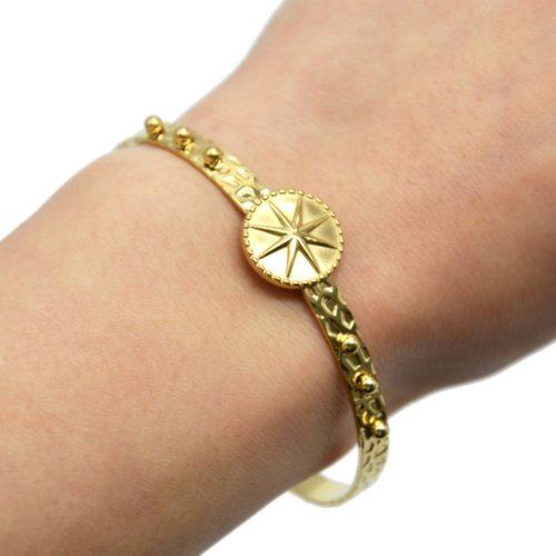 Bracelet-Jonc-Ouvert-Martele-Billes-et-Medaille-Etoile-Acier-Dore