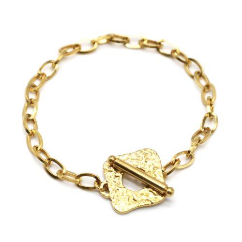 Bracelet-Chaine-Maillons-avec-Medaille-Martelee-Carree-et-Barre-Acier-Dore