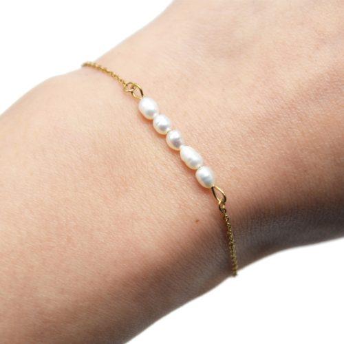 Bracelet-Fine-Chaine-Acier-Dore-avec-Multi-Perles-dEau-Douce