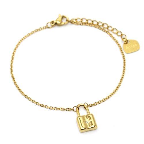 Bracelet-Fine-Chaine-avec-Pampille-Cadenas-Etoile-Acier-Dore