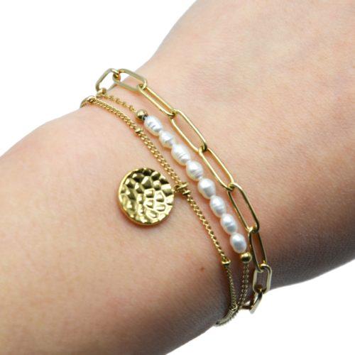 Bracelet-Triple-Chaines-Maillons-Billes-Perles-et-Medaille-Martelee-Acier-Dore